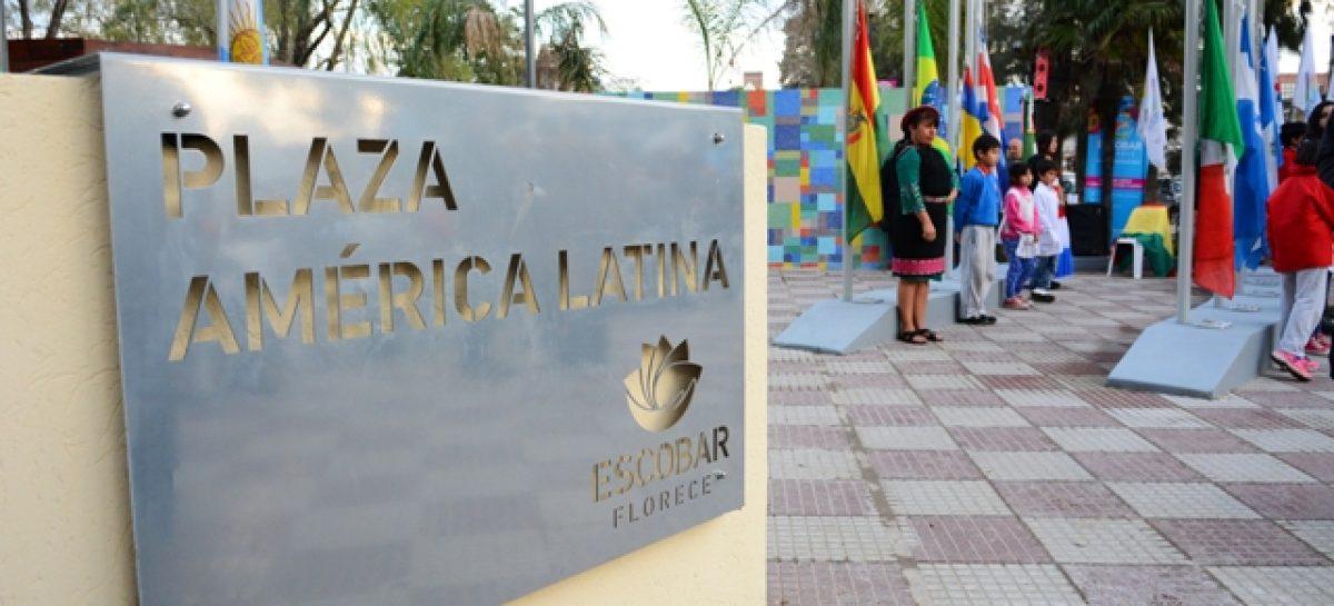 """El intendente inauguró la remodelada Plaza América Latina en Belén; declararon """"Ciudadano Ilustre"""" a Héctor Álvarez Serantes"""