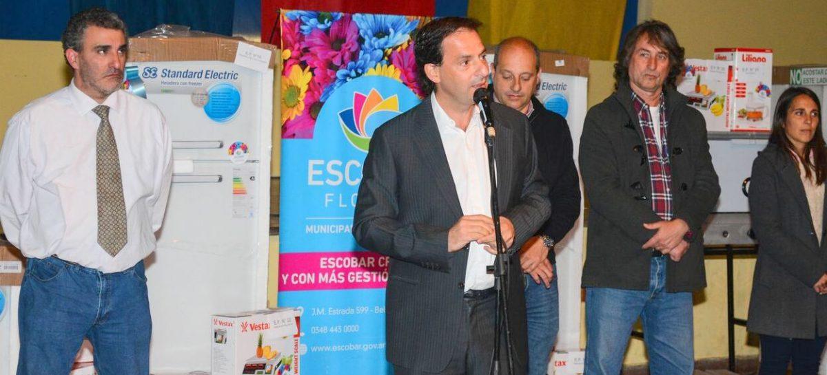 36 escuelas públicas de Escobar recibieron equipamiento para los comedores