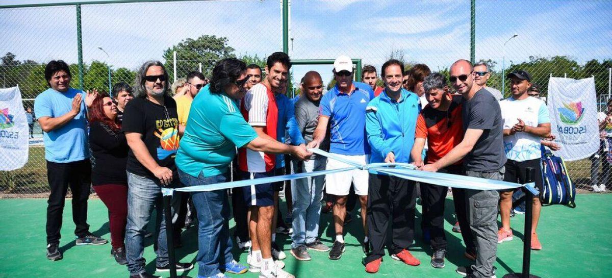 Ariel Sujarchuk inauguró las nuevas canchas de tenis en el polideportivo de Matheu