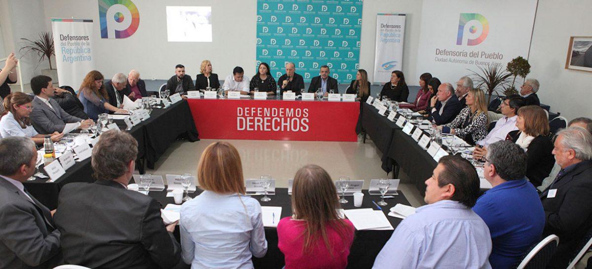 la Defensora del Pueblo de Escobar, Dra. Rocío Fernández, Secretaria General de ADPRA, emitió un comunicado expresando el repudio de los defensores del pueblo de todo el país a la represión en el Congreso