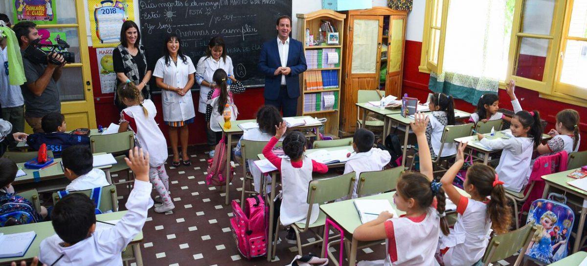 Ariel Sujarchuk dio inicio al ciclo lectivo 2018 en escuelas públicas y privadas
