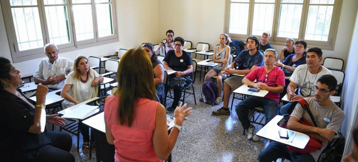 PES: primera reunión para facilitar la formación académica de personas hipoacúsicas