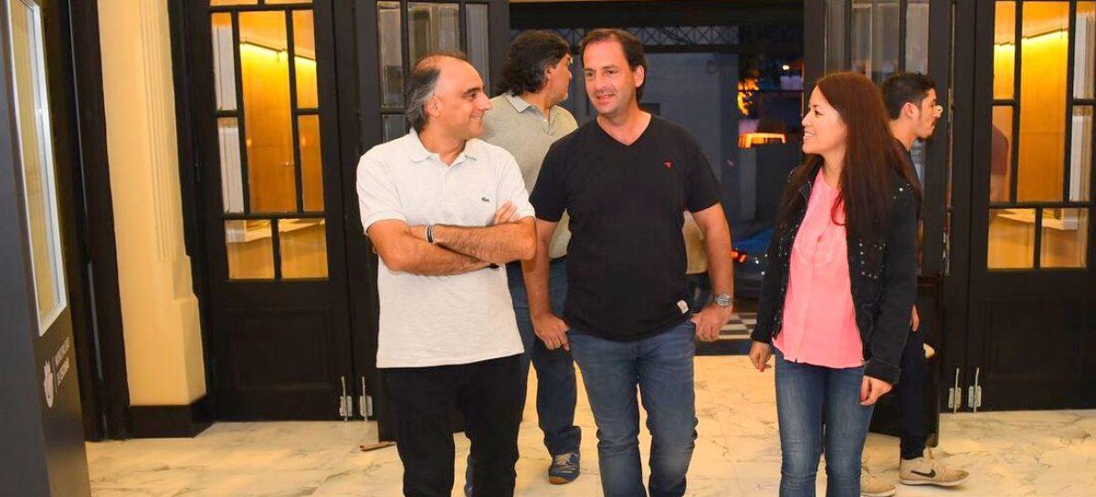 Ariel Sujarchuk y el ministro de Cultura, Alejandro Gómez, recorrieron las obras del Cine Italia Teatro Seminari