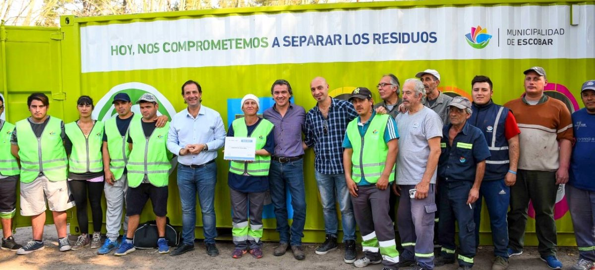 Escobar Sustentable: Ariel Sujarchuk presentó los nuevos contenedores públicos para la clasificación de residuos