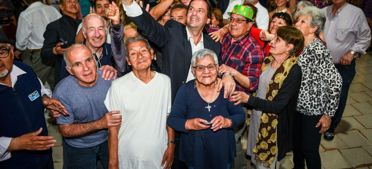 Día del Jubilado: Ariel Sujarchuk participó de los festejos junto a 400 adultos mayores de Escobar
