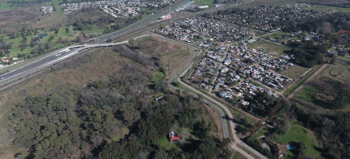 """Programa Identidad Escobar: los vecinos le pusieron el nombre """"Avenida de Los Lagos"""" al camino de acceso a los barrios cerrados de la localidad de Belén"""