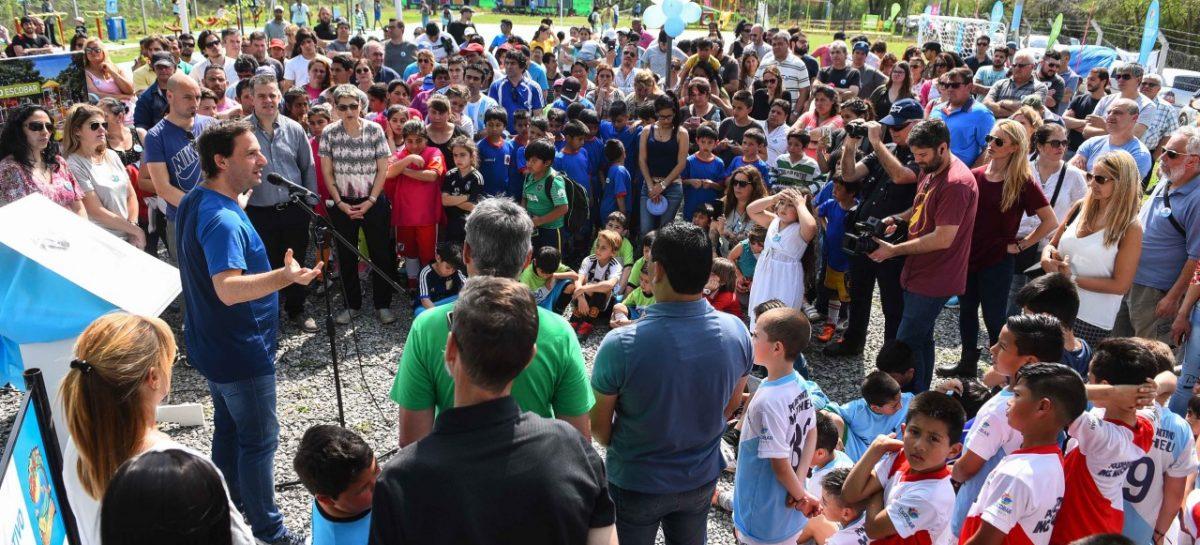 En Loma Verde, Ariel Sujarchuk inauguró el polideportivo municipal y presentó el escudo oficial de la localidad más joven del partido de Escobar