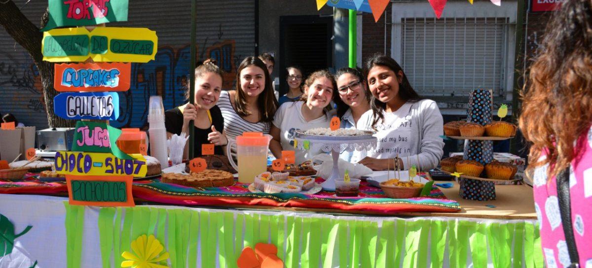Festejos al aire libre por el Día de la Primavera y del Estudiante en Escobar