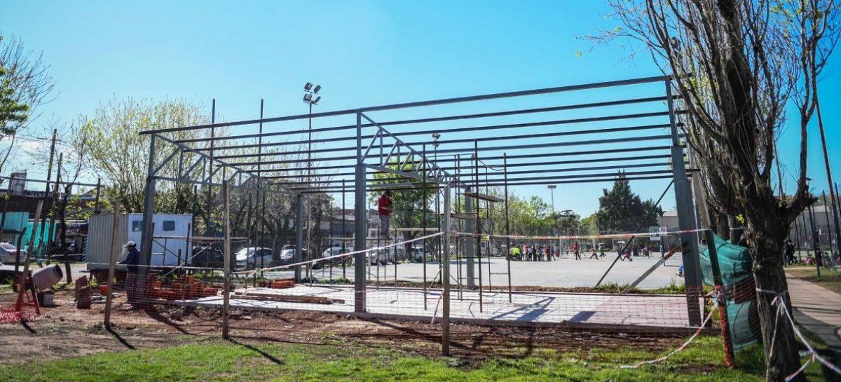 La Municipalidad de Escobar construye un gimnasio de musculación en Maquinista Savio