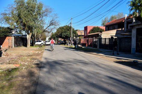 El intendente recorrió nuevos asfaltos y espacios verdes remodelados en distintos barrios de Garín