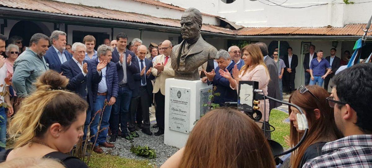 La UCR de Escobar presente en el emplazamiento del busto en Memoria del ex Presidente Don Hipólito Yrigoyen