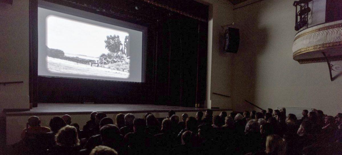 El Teatro Seminari Cine Italia continúa proyectando con entrada libre y gratuita el documental de Felipe Pigna que repasa los 60 años de historia del partido de Escobar