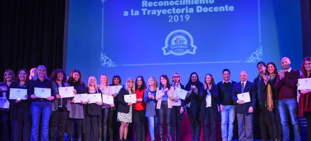La Municipalidad de Escobar reconoció a 60 docentes del distrito por su trayectoria y compromiso con la educación