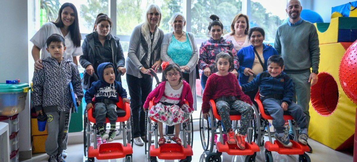 La Municipalidad de Escobar entregó cinco sillas de ruedas a niños y niñas de 3 a 6 años