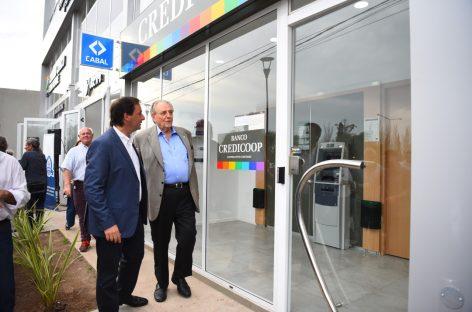 Ariel Sujarchuk y Carlos Heller recorrieron el nuevo Centro Cívico de Loma Verde