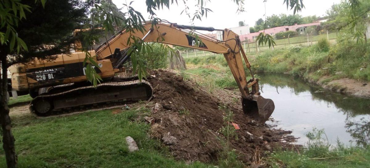 La Municipalidad inició la limpieza del arroyo Garín y el zanjón que desemboca en el arroyo Burgueño en Matheu