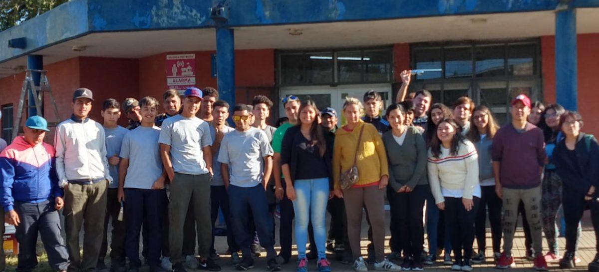 Los jóvenes de Juntos por el Cambio pusieron en valor dos establecimientos educativos de Belén de Escobar