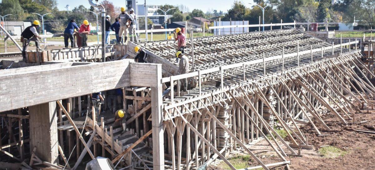 Se colocó la estructura metálica del futuro gimnasio del colegio Ramón A. Cereijo