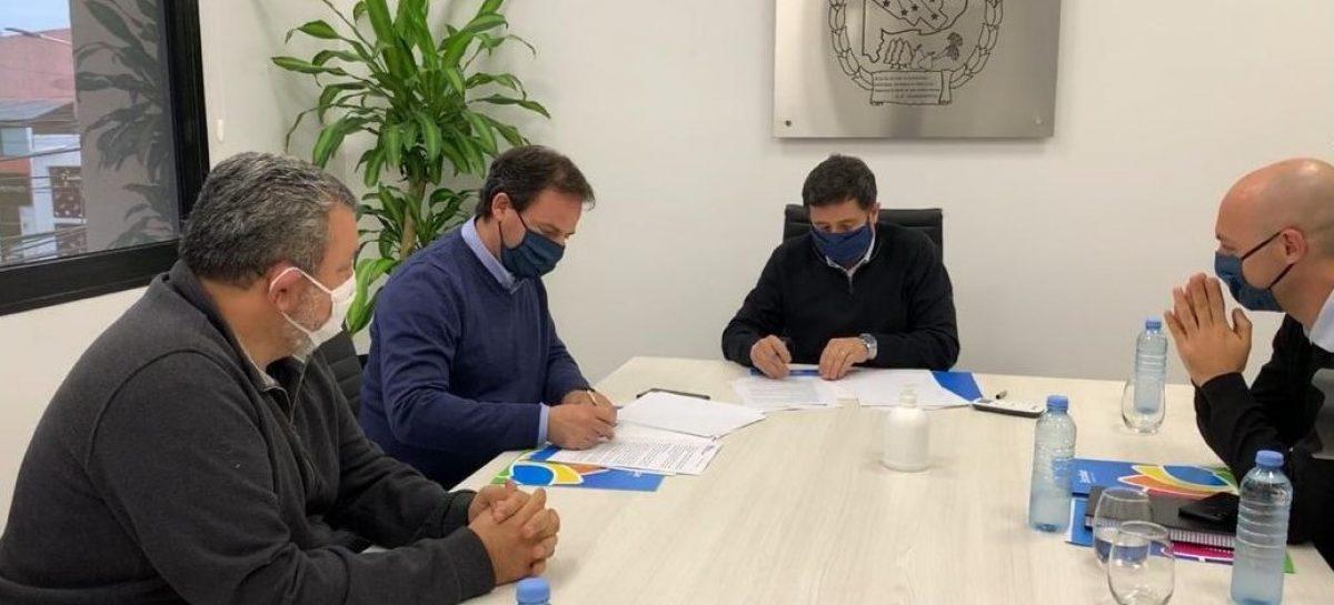 Sujarchuk y el ministro Arroyo firmaron importantes convenios para promover el trabajo de pequeños productores y brindar asistencia alimentaria
