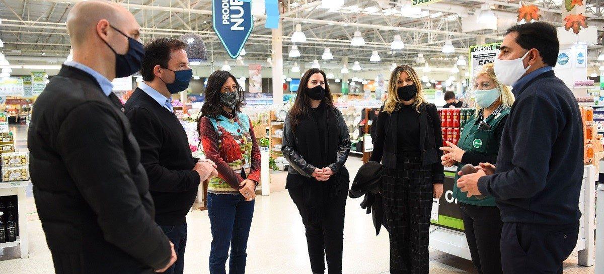 Sujarchuk y Paula Español supervisaron el programa Precios Máximos en un supermercado de Escobar