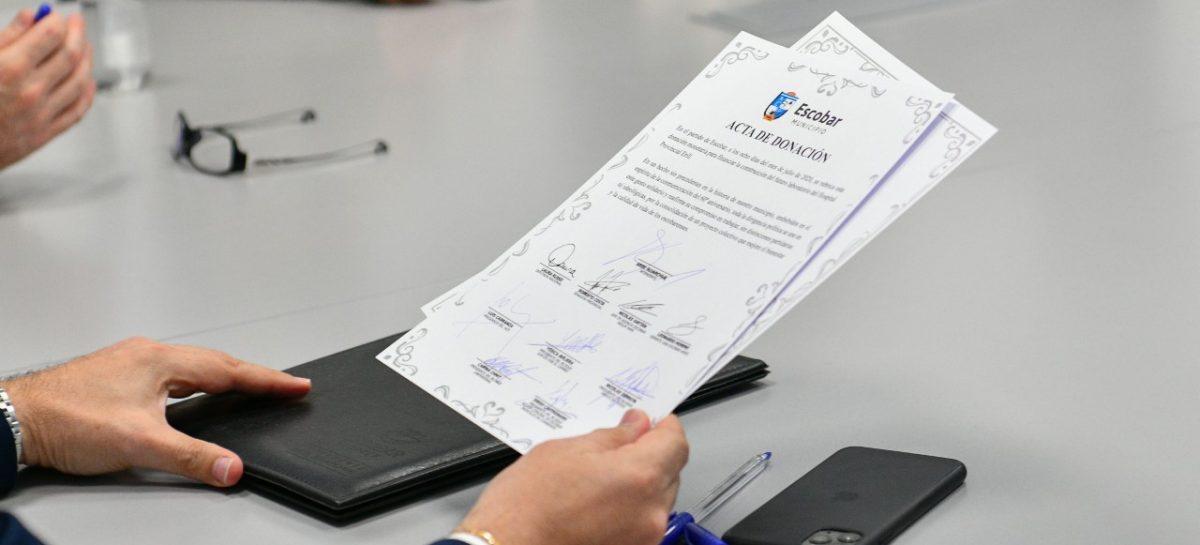 Sujarchuk y referentes de distintos espacios políticos firmaron el acta de donación para financiar el laboratorio del Hospital Provincial Erill