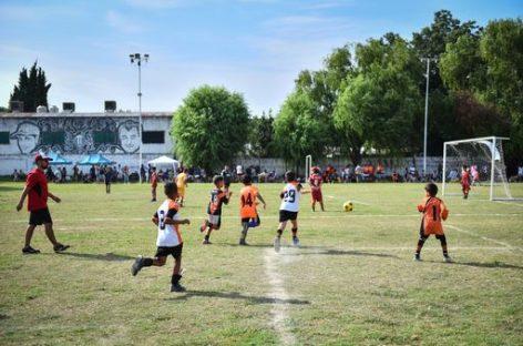 Con más de 100 inscriptos, se inició el curso online de entrenador de fútbol infantil y juvenil