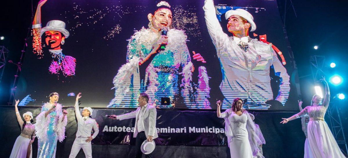 Nito Artaza y Cecilia Milone inauguraron el Autoteatro Seminari de Escobar