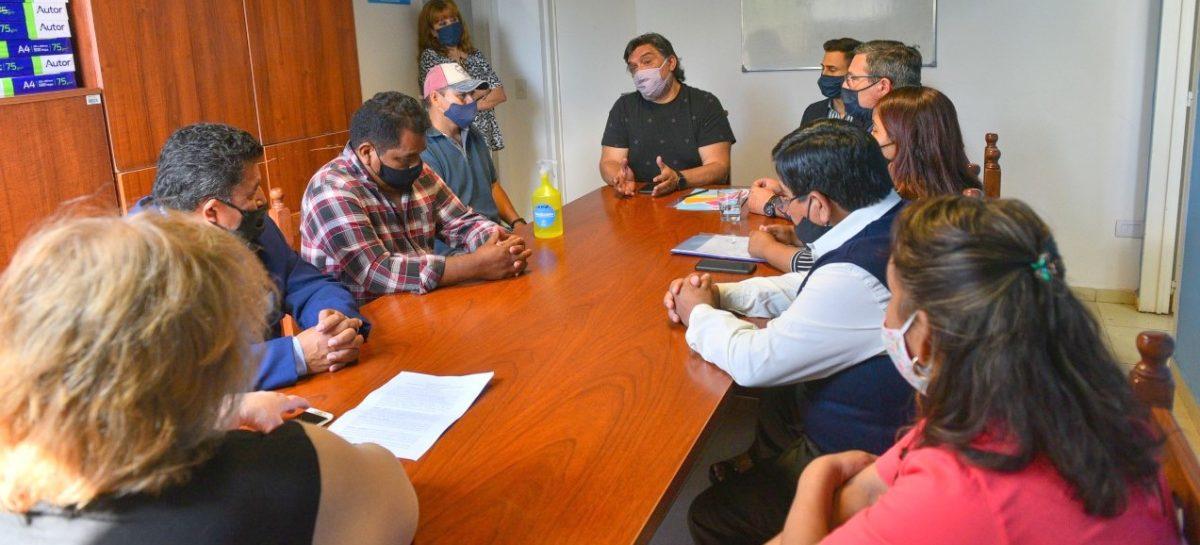 La Municipalidad firmó un convenio con la Colectividad Boliviana de Escobar, que aportará 20 millones de pesos para la repavimentación de la avenida de Los Inmigrantes