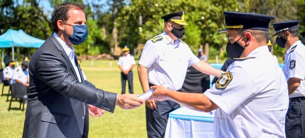 Ariel Sujarchuk entregó distinciones en el acto de celebración del 140º aniversario de la creación de la Policía de la Provincia de Buenos Aires