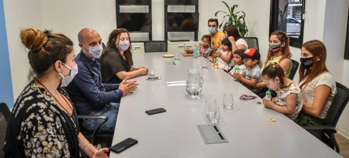Beto Ramil y Rocío Fernández se reunieron con beneficiarios del programa Escobar Sin Indocumentados