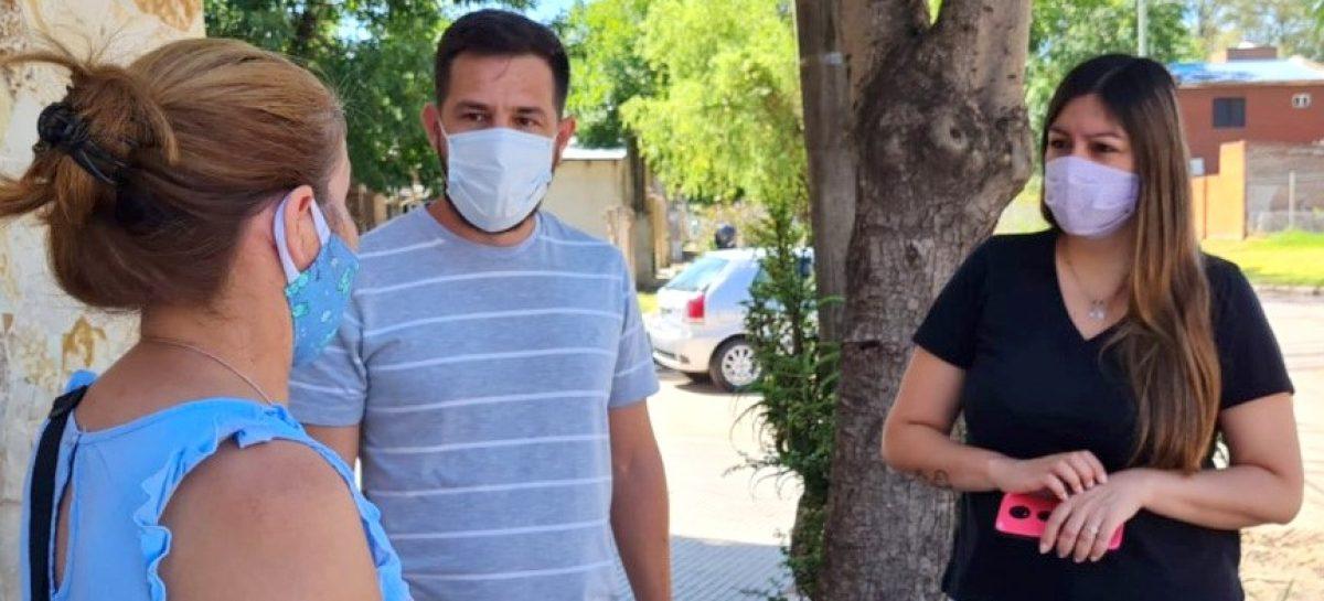 Cristian Vila y Yesica Avejera recorrieron las calles más castigadas por las últimas lluvias en el barrio Lambertuchi