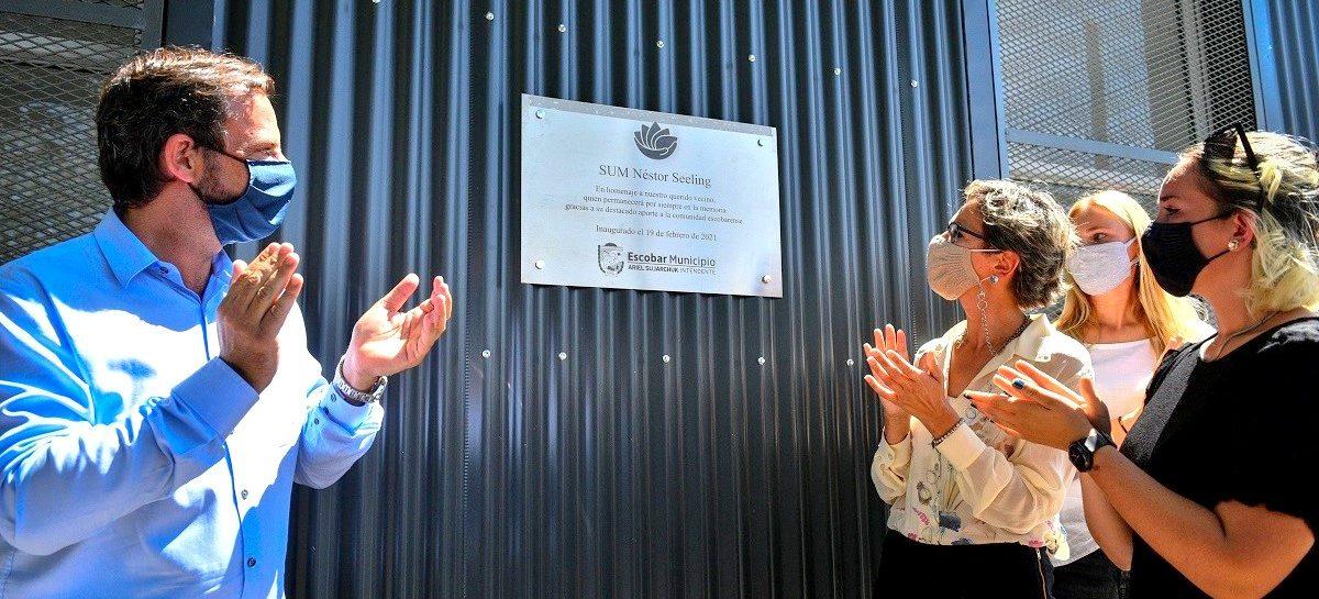 Emotivo homenaje de la comunidad de Loma Verde al imponer el nombre de Néstor Seeling al SUM del polideportivo municipal