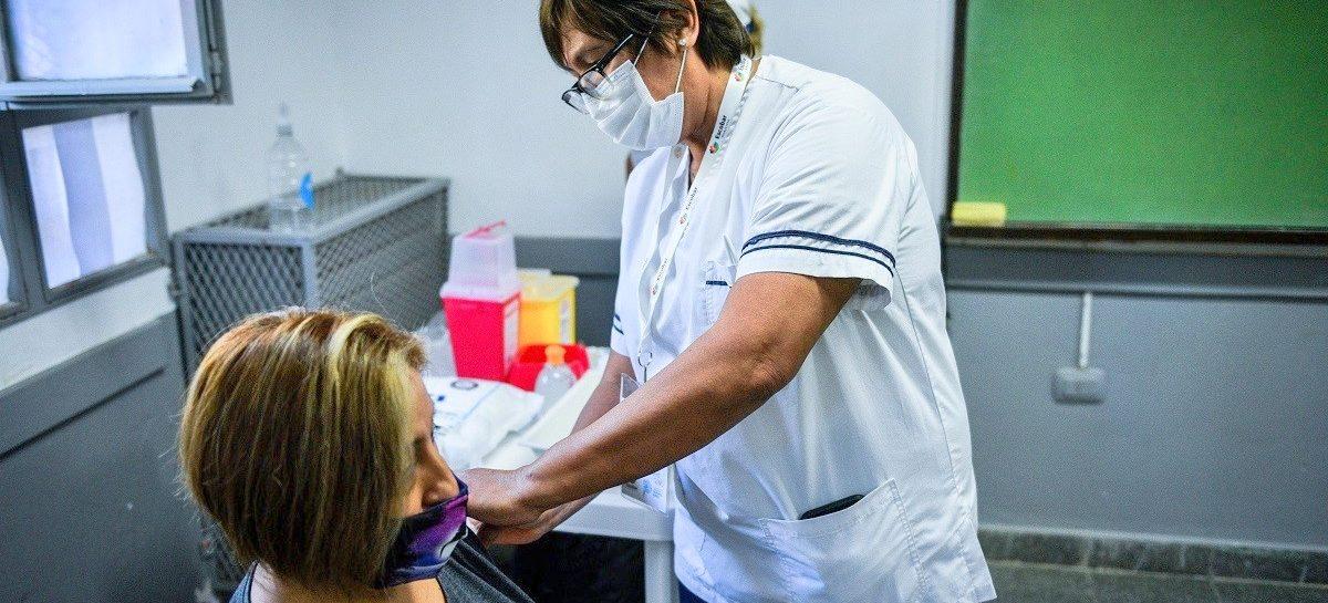 Comenzó la vacunación para adultos mayores contra el Covid-19 en el partido de Escobar