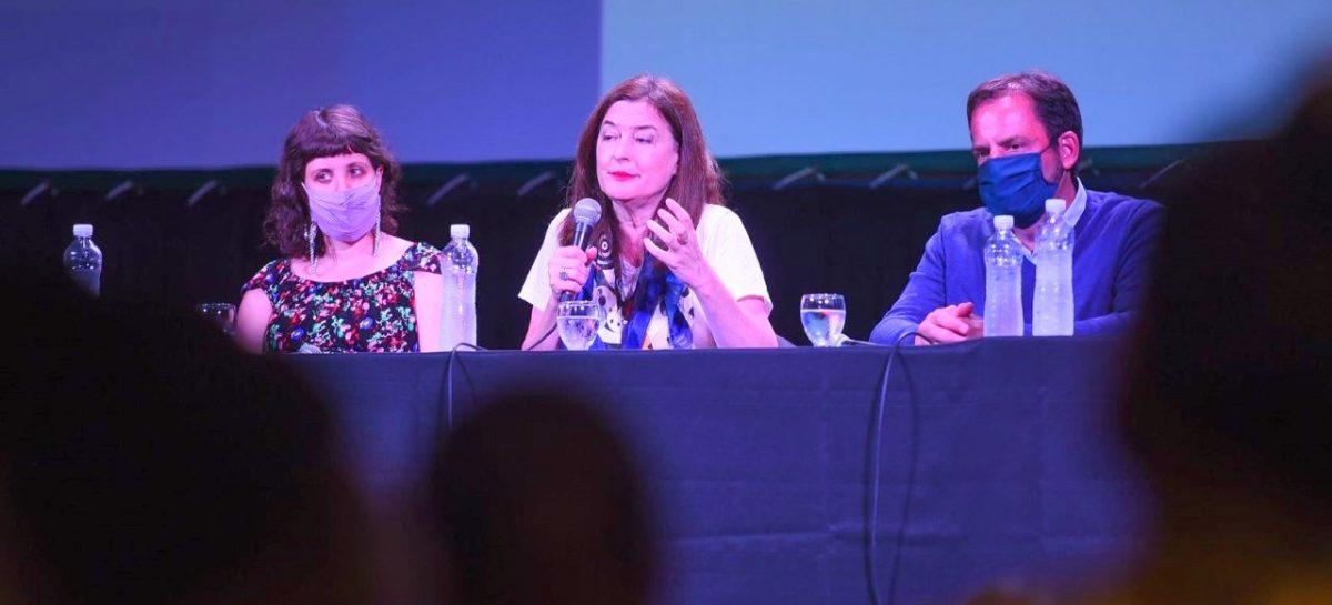 La ministra Estela Díaz estuvo en Escobar presentando programas para prevenir y atender situaciones de violencia de género
