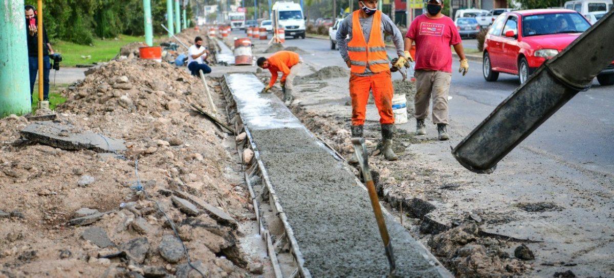 El intendente supervisó obras de tendido de agua potable, la construcción de un paso bajo nivel y la ampliación de un tramo de la Ruta Provincial 25