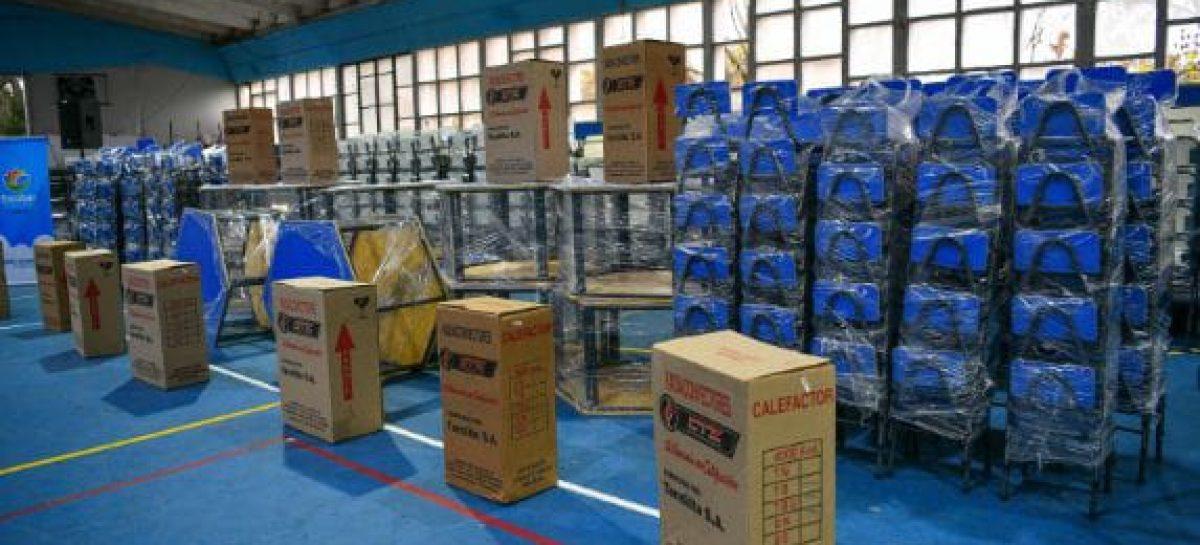 Se efectivizó la entrega de mobiliario escolar para 54 establecimientos educativos del partido de Escobar