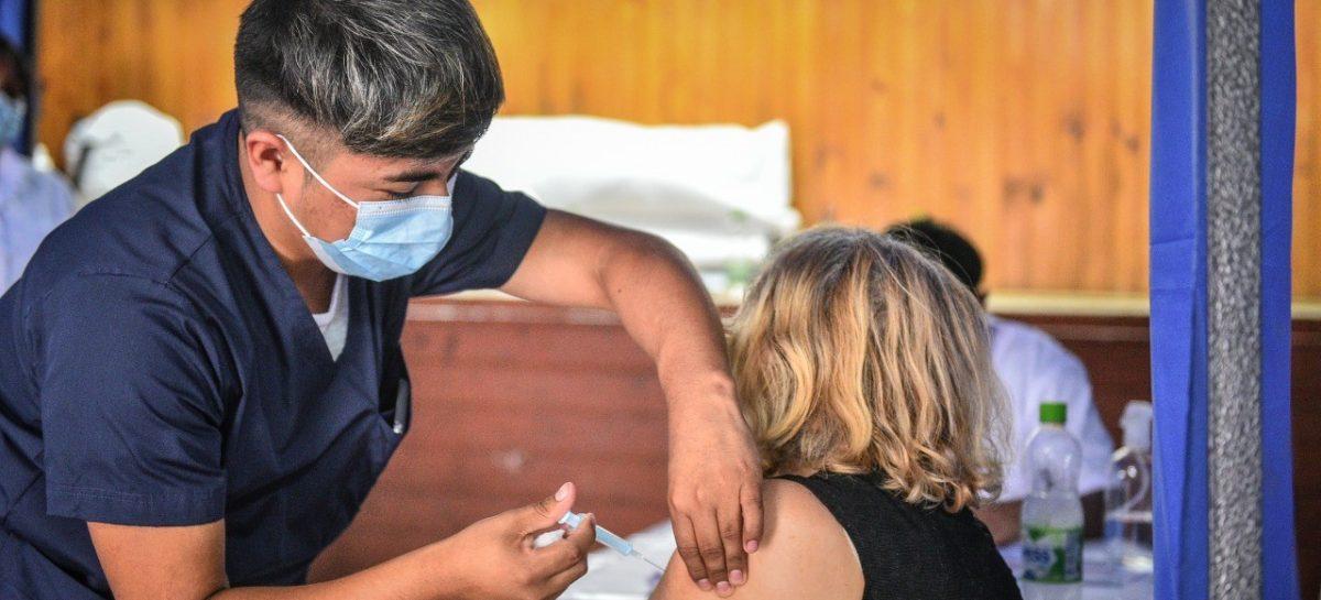 La campaña de vacunación en Escobar supera hoy las 90.000 dosis con una importante concurrencia de embarazadas y mayores de 50 años