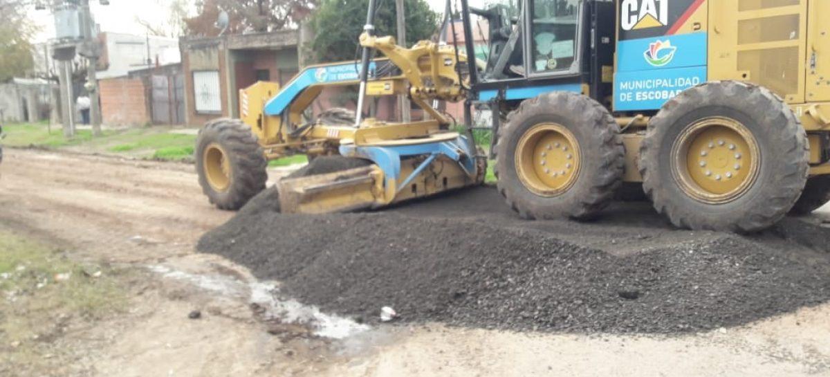Se intensifican las obras de mejora de calles y mantenimiento del espacio público en todo el distrito