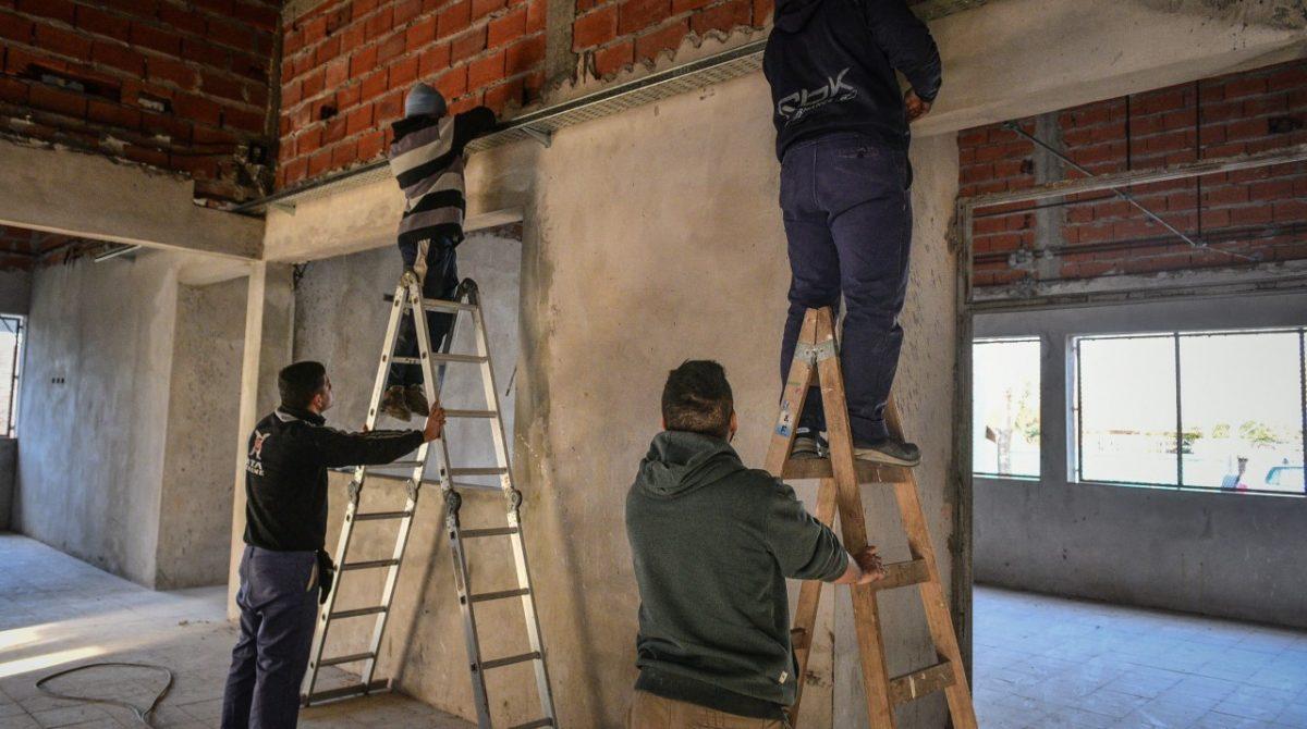 Comenzó la obra para finalizar la Escuela Secundaria 11 Carlos Fuentealba