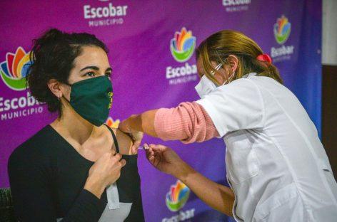 Covid-19: el 85% de los inscriptos en Escobar ya recibió al menos una dosis mientras que el 50% completó el esquema