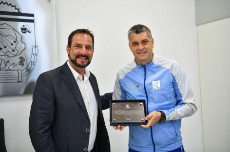 Darío Lencina, arquero de Los Murciélagos y medallista de plata en Tokio 2021, fue declarado vecino destacado del partido de Escobar